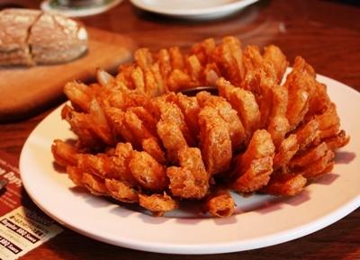 Bloomin' Onion(ブルーミン・オニオン)/Outback Steakhouse(アウトバックステーキハウス)幕張店