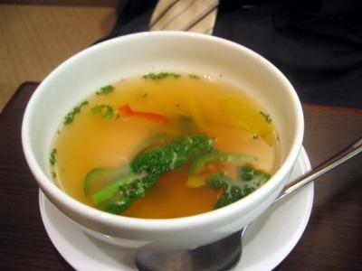 【ランチ】丸の内・小岩井パスタ&デリ(通称『小岩井P&D』)/春キャベツと菜の花のアーリオ・オーリオについてくるスープ