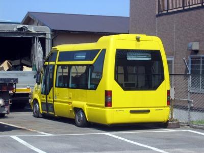 ルノーの黄色いバス