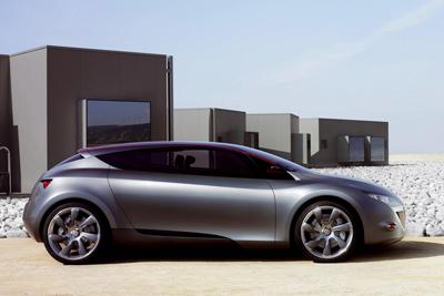 これが新型「ルノー メガーヌ 3」の将来像!?「Megane Coupe Concept(メガーヌ クーペ コンセプト)」 サイドビュー