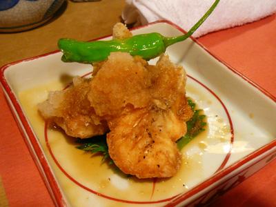 炭火焼鳥・鶏割烹 新橋 山猿/山コース お通し「鯛のから揚げ」