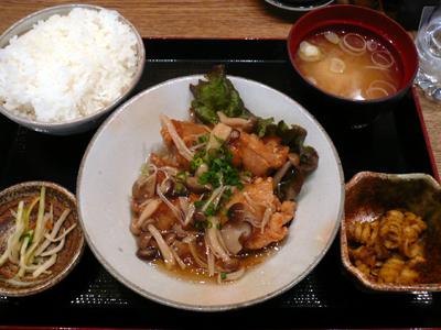 【ランチ】丸の内 TOKIA・鹿児島 かのやきよし/本日の日替わり(鶏の唐揚げ きのこあん)