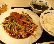 【ランチ】レバニラ炒め定食/西銀座・台湾屋台料理 銀座 紅燈籠(あかちょうちん)