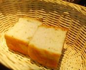 八重洲_イタリアンカバチ_ランチセットの自家製パン