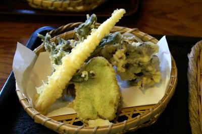 群馬・水沢うどん松島屋の天ぷら盛り合わせ