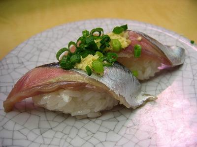 渋谷・廻る 天下寿司のさんま握り1皿130円