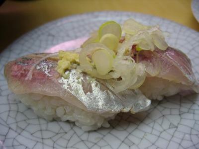 渋谷・廻る 天下寿司のあじ握り 1皿 130円