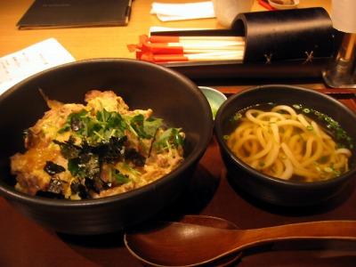 【ランチ】他人丼(ランチ・小うどん付き)/おいしいおうどん つるとんたん 丸の内店