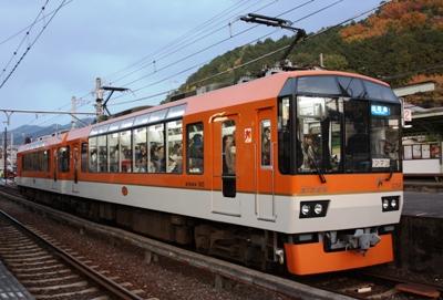 鞍馬・叡山電鉄のデオ900型「きらら号」