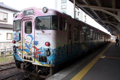 JR氷見線の忍者ハットリくん列車(キハ40)