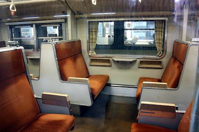 北陸本線 419系近郊型電車 ボックスシート