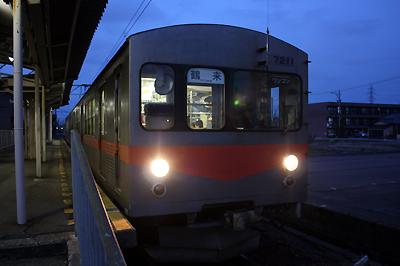 北陸鉄道7000系7200形電車(野々市工大前駅にて)
