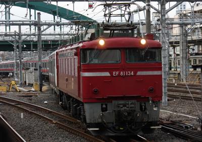 新津のJR工場からEF81にけん引されてやってきた「E233系5000番台」京葉線仕様[大宮駅にて]