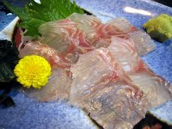 海人市場のすずきの刺身