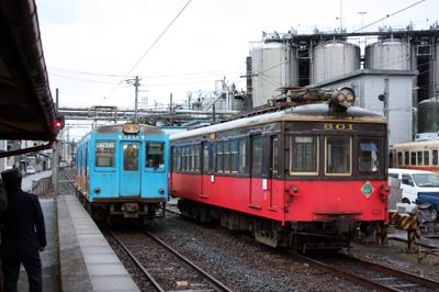 廃車間近な銚子電鉄デハ801型(右)