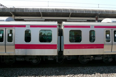 JR京葉線の新型電車「E331系」 7-8号車だけは通常の台車