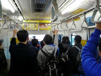JR京葉線「E331系」新型電車の先頭車 クハ330-1の車内