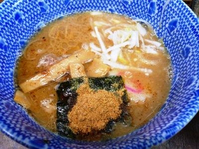 大崎・六厘舎/つけめんのつけ汁(動物系と魚系のダブルスープ)