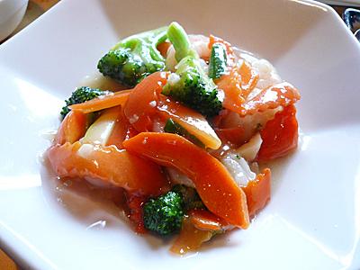 媽媽厨房(マーマチュウボウ)の「媽媽昼菜」(日替わりランチ)「海老とイカの炒め物」
