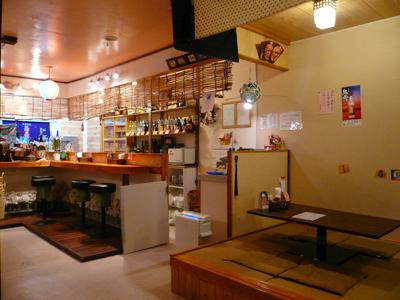 検見川浜・沖縄食堂−島酒 すまゆくい(島憩) 店内