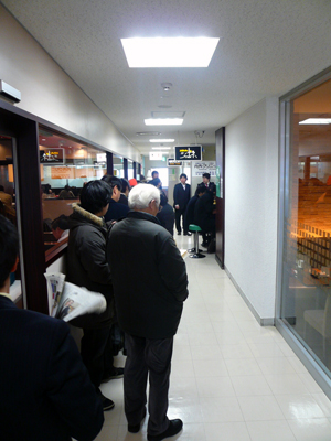西銀座「スパゲティ&カレー ジャポネ」お昼時の大行列