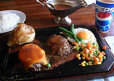 【ランチ】「肉々しいハンバーグを老舗で喰らう!」新宿・ハンバーグレストランGOLD RUSH 新宿店(その1)/焼きトマト&ラッシュハンバーグ(200g)