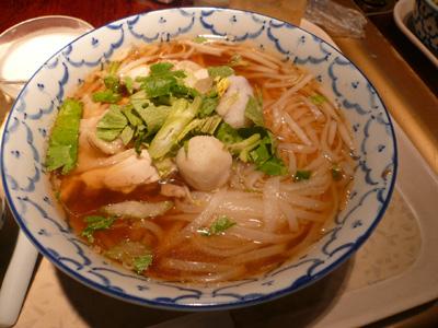 タイ料理 沌(THONG)/クイッティアオ ガイ(蒸し鶏のせ 汁そば)