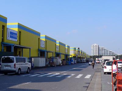 「すし・かっぽう 江戸清」など千葉市中央卸売市場商業振興組合の卸売店などが入る千葉市中央卸売市場 関連棟