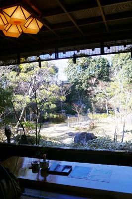 千葉・四季懐石料理 かのと山荘 1階エントランスから眺めるお庭の眺め